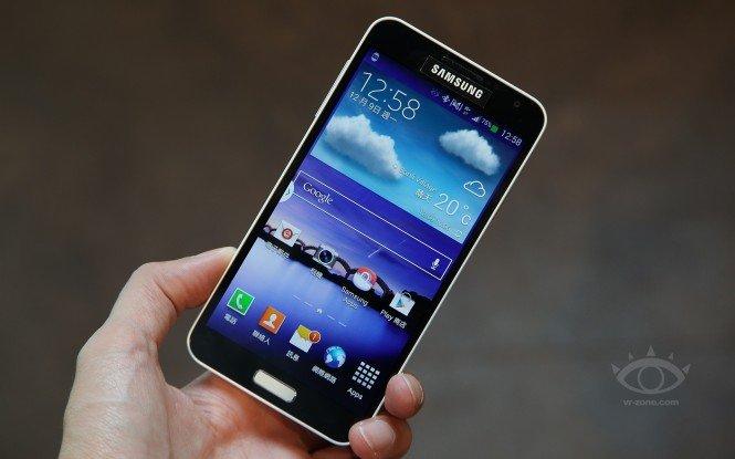 Samsung'dan Galaxy S5 öncesinde süpriz Galaxy J