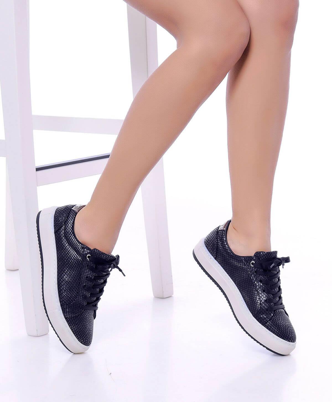 Kadın Sneaker Modellerinde Zengin Renk Ve Model Seçenekleri